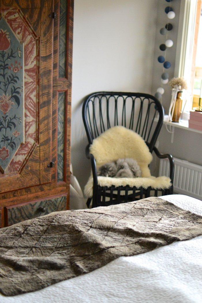 master bedroom, sovrum, ikea, gammalt skåp, frufibro