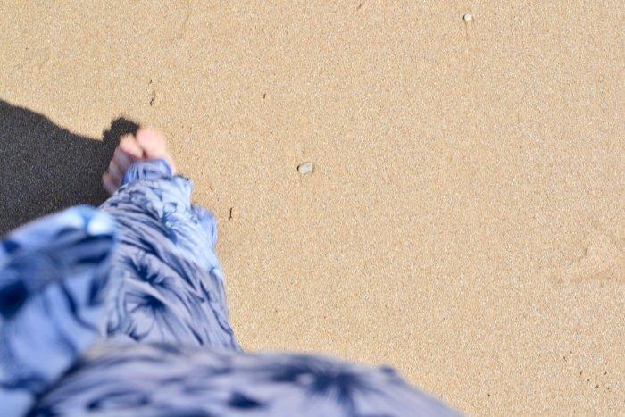 Att vara mamma med fibromyalgi. En promenad på stranden.