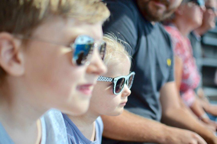 Zoo Marine, Adrian och Isabel tittar på delfinshowen