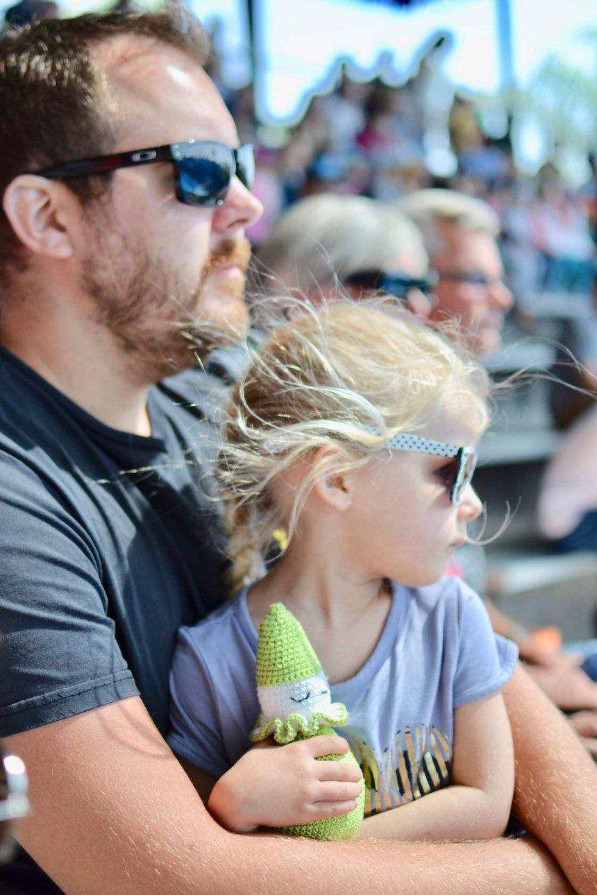 Zoo Marine, Marcus och Isabel tittar på delfinshowen