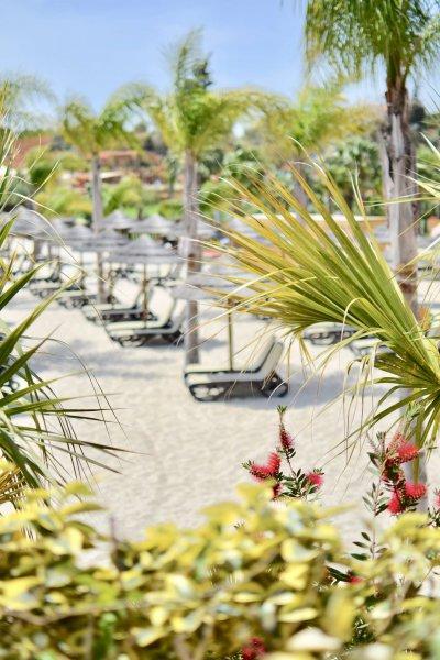 Zoo Marine konstgjord strand med solstolar